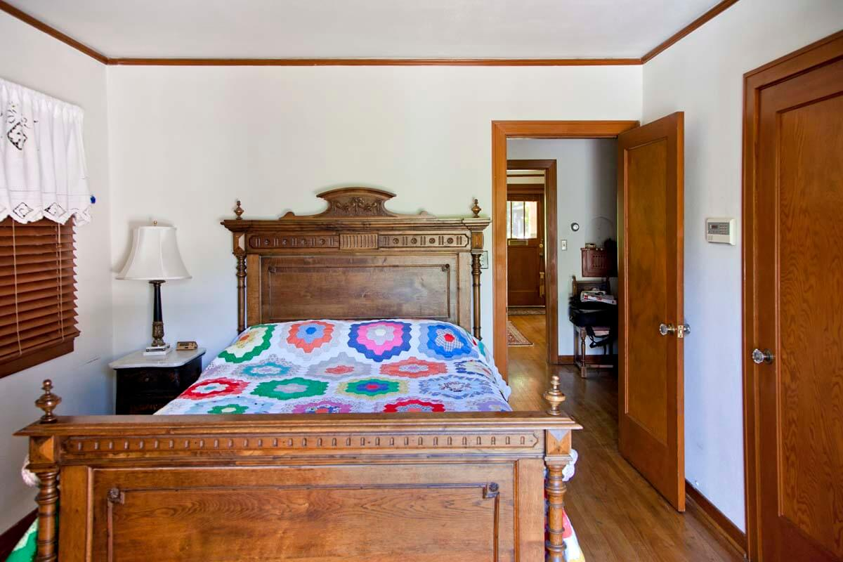 photo: Walla Walla guest house bedroom — La Maison