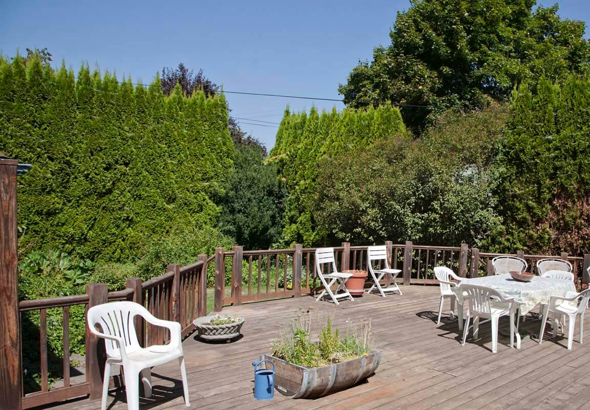 photo: Walla Walla guest house backyard deck — La Maison