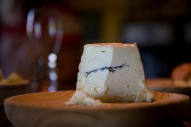 photo: Monteillet Fromagerie-wine and cheese in the tasting room